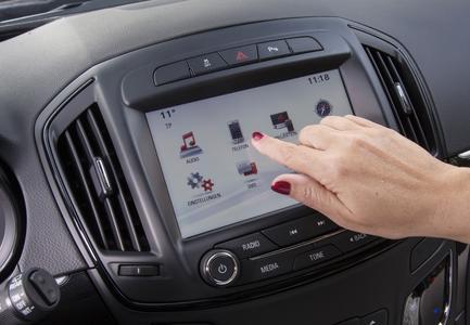 Leicht bedienbar: Der neue Touchscreen reagiert bereits auf sanfte Berührungen. Foto Adam Opel AG