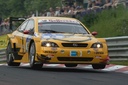24 Stunden-Rennen auf dem Nürburgring 2003: Opel gewinnt mit dem Astra V8 Coupé / Foto: Adam Opel AG