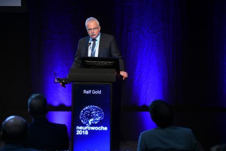 Professor Ralf Gold berichtete über Vorbeugung und Behandlung von Multiple Sklerose (c) DGN/Pflug