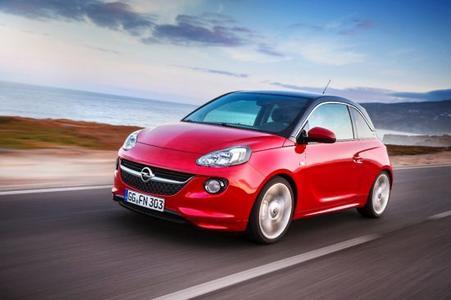 Sauber, kultiviert und leise: Opel hat auf dem Aachener Kolloquium den neu konstruierten 1,0-Liter-Dreizylinder-Benzinmotor vorgestellt. Der Turbo-Direkteinspritzer, der im kommenden Jahr zusammen mit einem ebenfalls komplett neu entwickelten Sechsgang-Schaltgetriebe im Opel ADAM sein Debüt gibt, setzt neue Maßstäbe bei den Dreizylinder-Motoren