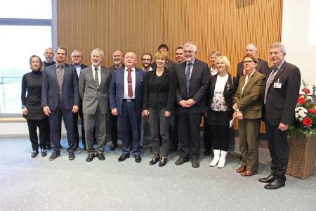 Das Joint-Lab-Team gemeinsam mit der Ministerin