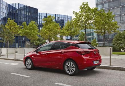 Technisch top: Der Opel Astra verfügt nicht nur über wegweisende Serien-Technologie, er erleichtert auch mit vielen Mobilitätshilfen das Fahren für Personen mit eingeschränkter Mobilität