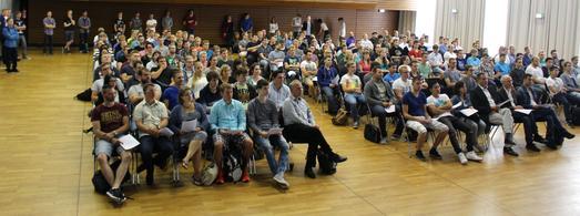 Volle Aula in den Semesterferien: Das Interesse der Bewerberinnen und Bewerber am Informationstag der Fakultät IuI war sehr groß