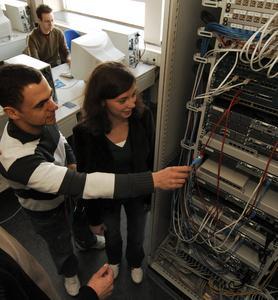 """Künftige Informatik-Spezialisten bildet die FH Osnabrück in drei Bachelor-Programmen aus: """"Medieninformatik"""", """"Technische Informatik"""" und """"Europäisches Informatik-Studium"""" (B. Sc.)."""
