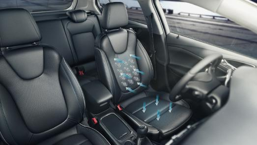 Cool comfort: With the AGR (Campaign for Healthier Backs) certified ergonomic seats with massage function and seating ventilation in the Opel Astra, vacation starts off more relaxing than ever