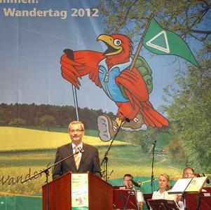 Brandenburgs Ministerpräsident Matthias Platzeck rechnet damit, dass der Deutsche Wandertag dem Wandertourismus in Brandenburg einen Schub verleiht, Foto: J. Kuhr / DWV