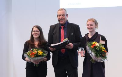 Das Marketing-Team von Coursepath nimmt den eLearning AWARD auf der didacta Messe in Hannover in Empfang.