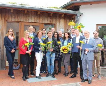 Die Teilnehmerinnen und Teilnehmer des mittlerweile sechsten PROFHOS-Durchgangs freuen sich über ihre Zertifikate