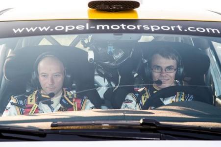Vor dem Start: Fabian Kreim und sein Copilot Michael Kölbach in ihrem Opel ADAM R2