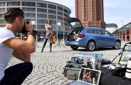 Im Mittelpunkt des Interesses: Mit erfolgreichen Fahrzeugen wie dem Astra Sports Tourer ist Opel in Deutschland weiter auf Erfolgskurs