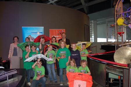 Mit dem Bionik-Regenschirm vom größten Klassenzimmer der Welt in das Wolfsburger Entdeckerparadies