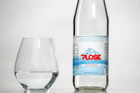Plose Mineralwasser entspringt aus eigener Kraft einer Arteserquelle in den Südtiroler Dolomiten (Quelle: Plose Quelle AG)
