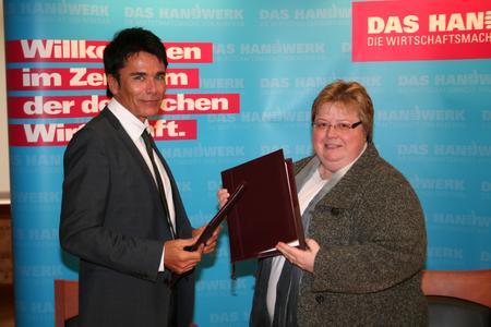 Frau Marianne Lehn, Hauptgeschäftsführerin der Handwerkskammer Magdeburg und Herr Uwe Schröder, Vorstand der IKK gesund plus