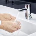 Mehr Hygiene beim Händewaschen: Sensorarmatur mit E-Kleindurchlauferhitzer »MBX Lumino«
