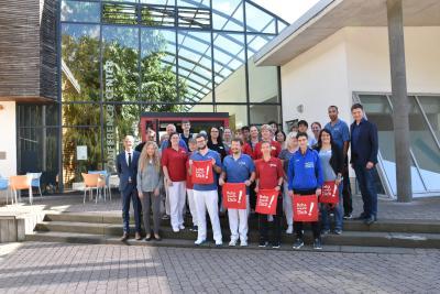 Christof Lawall, Geschäftsführer der DEGEMED (links) mit dem Team des Klinikzentrums Bad Sulza | Foto: © Toskanaworld