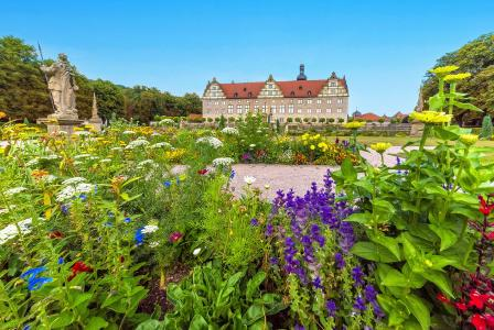 """Der Schlossgarten Weikersheim ist eines von """"Frankens Paradiesen"""", die in einer neuen gedruckten Karte und der begleitenden Website vorgestellt werden. Foto: Tourismusverband """"Liebliches Taubertal"""" / Thomas Weller"""