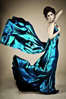 iStock Frau Abendkleid, Foto: Angela Hawkey