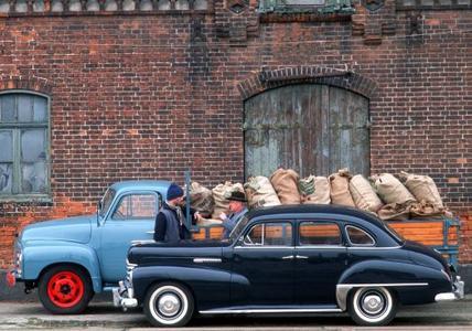 Opel Kapitän, Baujahr 1952: gestreckte repräsentative Karosserie im amerikanischen Stil