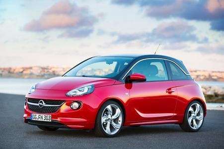 """Am kommenden Samstag (19.) öffnen die Opel-Partner ihre Pforten unter einem ganz besonderen Motto: Sie starten mit Kunden und Interessenten beim großen """"Angrillen"""" ins neue Jahr. Heißes Highlight ist die Vorpremiere des brandneuen Opel ADAM."""
