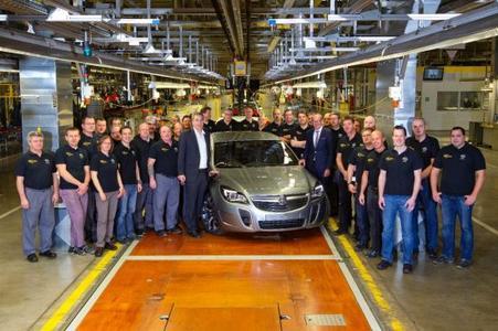 Erster Insignia für Australien: Serienanlauf des Holden Insignia VXR im Opel-Stammwerk Rüsselsheim