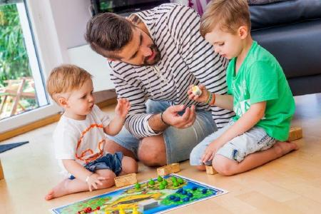 Was macht den Sinn des eigenen Lebens aus – sind es Kinder, die Familie? Dies zu erkennen, bringt eine neue Wertigkeit und erhöht die Motivation Schlafsuchender, ihren Alltag gemeinsam mit ihrem Ergotherapeuten Schritt für Schritt umzugestalten. (© DVE/ Janine Metzger)