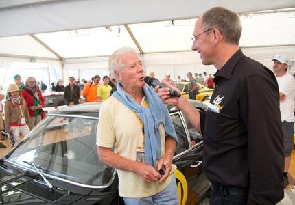 Im Gespräch mit Moderator Thomas Ranft: Erich Bitter, Rennfahrer, Konstrukteur und Hersteller von Automobilen wie dem Bitter CD oder dem Bitter SC war einer der prominenten Opel-Gäste beim Oldtimer Grand Prix © GM Company