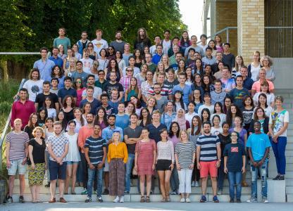 115 Teilnehmerinnen und Teilnehmer des Internationalen Sommersprachkurses lernen Deutsch an der Hochschule Osnabrück (Foto: Christa Henke)