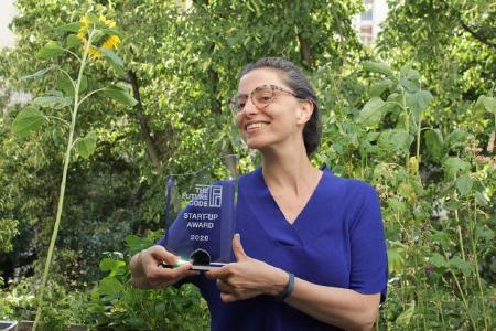 "Daniela Schiffer (Co-founder und CEO Changers.com) freut sich über den Start-up-Award ""The Future Code"" 2020 (Foto: changers.com)"