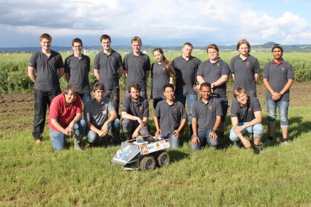 """Das Field Robot Team der Hochschule Osnabrück mit dem Feldroboter """"The Great Cornholio"""" wurde Gesamtsieger beim International Field Robot Event 2016"""