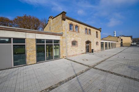 Historische Bausubstanz mit modernem Innenleben: In den ehemaligen Pferdeställen der Von-Stein-Kaserne ist das neue Zentrum für Informatik entstanden