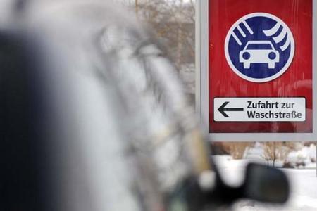 Lackpflege in der kalten Jahreszeit: Besonders Vielfahrer sollten ihr Auto häufiger waschen