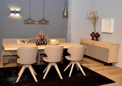 anrei brilliert mit individueller massivholzeinrichtung auf der heim und handwerk anrei. Black Bedroom Furniture Sets. Home Design Ideas