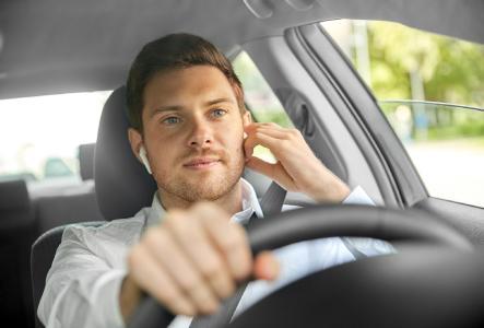 Unfallrisiko: Kopfhörer im Straßenverkehr
