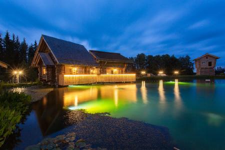 Ansicht der Ferienhäuser bei Nacht