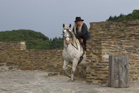 Margit Schönenberger ganz nah am Pferd, an der Natur und bei sich selbst
