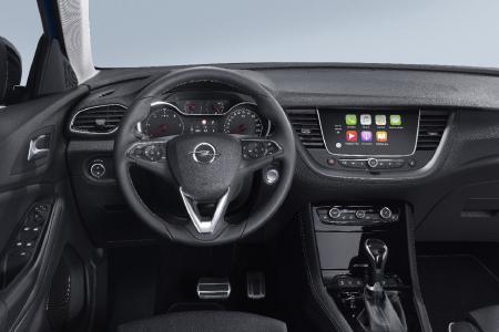 Alles im Blick: Das hochwertige Cockpit des neuen Opel Grandland X ist übersichtlich gestaltet, Infotainment und weitere Funktionen lassen sich intuitiv bedienen