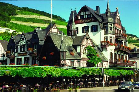 Das Hotel Krone Assmannshausen liegt direkt am Rhein