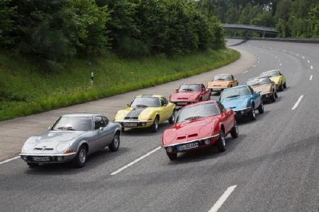 Opel-Show bei der Klassik Tour Kronberg: Die Rüsselsheimer haben ihre Sportwagen ausgepackt und bring gleich fünf legendäre Opel GT mit zur Rallye
