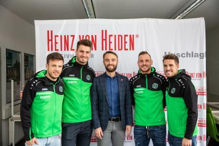 Beim Meet & Greet in der Traumhauszentrale: Nicolai Müller, Hendrik Weydandt, Dr. Helge Mensching, Marvin Bakalorz und Oliver Sorg