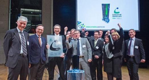 """Starke Mannschaftsleistung: Die Gastgeber des """"VDA Logistik Awards 2015"""", Prof. Dr. Wolfgang Stölzle und Matthias Wissmann, mit dem erfolgreichen Opel-Team von Michael Scholl, Director Supply Chain"""