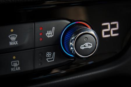So geht Wellness: Dank der auf Wunsch erhältlichen AGR-zertifizierten Premium-Ergonomie-Sitze von Opel sind Fahrer und Beifahrer mit Sitzheizung und zahlreichen weiteren Einstellungsmöglichkeiten entspannt unterwegs