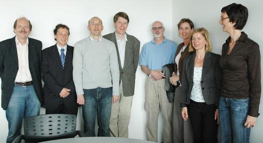 Genoss seine Zeit in an der Fachhochschule Osnabrück: Mariano Rossi (3.v.l.) im Kreis von Kolleginnen und Kollegen der WiSo-Fakultät.