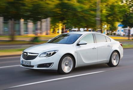 Top-Vernetzung und Top-Unterhaltung: Opel OnStar und das Navi 900 IntelliLink-System inklusive Smartphone-Integration machen das Infotainment-Angebot im Opel Insignia vielfältiger und schneller. Foto Adam Opel AG