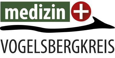 """Der Vogelsbergkreis lobt jährlich ein Stipendium für vier Medizinstudierende aus, die sich verpflichten, die Facharztweiterbildung Allgemeinmedizin im Vogelsbergkreis zu absolvieren und sich im Anschluss drei Jahre als Hausarzt im Kreisgebiet niederzulassen. Alternativ kann auch eine Facharztweiterbildung """"Öffentliches Gesundheitswesen"""" absolviert werden und eine dreijährige Tätigkeit im Gesundheitsamt des Vogelsbergkreises erfolgen. Die Studierenden erhalten dafür ab dem 5. Semester monatlich 400 Euro"""