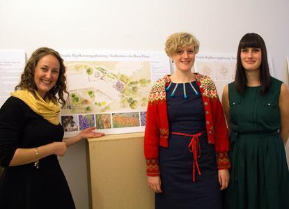 Almuth Bennett, Kristina Griese und Dorothee Rehr (von links) wollen mit ihrem Gartenkonzept demente Pflegeheimbewohner und Kindergartenkinder näher zusammenbringen