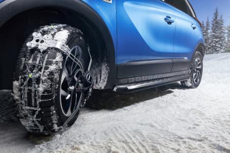 Wer wird denn gleich durchdrehen? Mit Original-Winterkompletträdern und Schneeketten kommen Opel Crossland X-Fahrer auch auf geschlossener Schneedecke ans Ziel