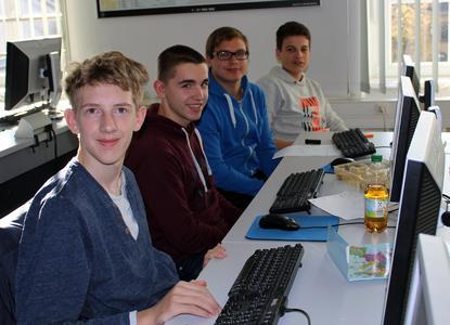 Valentin Wagner (1. von links) hat mit seiner Gruppe den Studiengang Betriebliches Informationsmanagement kennengelernt