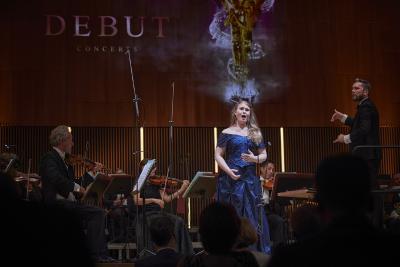 Ihre lyrisch-klare, fein abgestimmte Sopranstimme überzeugte die Jury am meisten: die DEBUT-Siegerin 2020 Karolina Bengtsson  / Bild: ©DEBUT Concerts GmbH/ Fotograf Ludwig Olah):