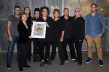 Sold-out-Award an The Cure in der Arena Leipzig verliehen