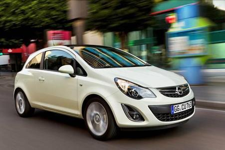 Ausdrucksstarkes und wertiges neues Gesicht: Nach der technischen Erneuerung der Motorenpalette und des Fahrwerks erhält der Opel Corsa ab Januar 2011 ein neues Gesicht. Die neue Optik folgt der Opel-Designsprache und verleiht dem Corsa einen sportlicheren, kraftvollen Ausdruck